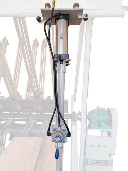 Brațe de aliniere a elementelor acționate pneumatic transparent