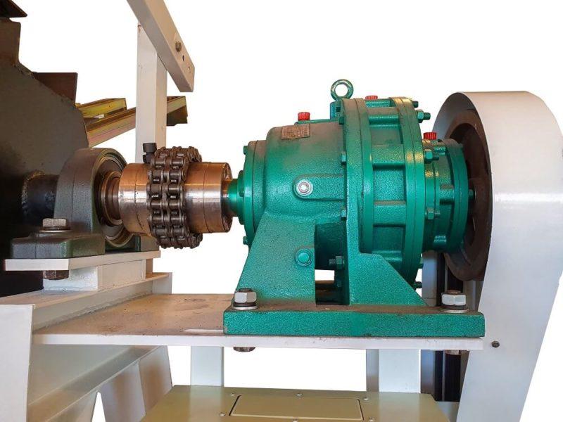 motoreductor pentru rotire presa cu transmisie cu pinion si lant industrial