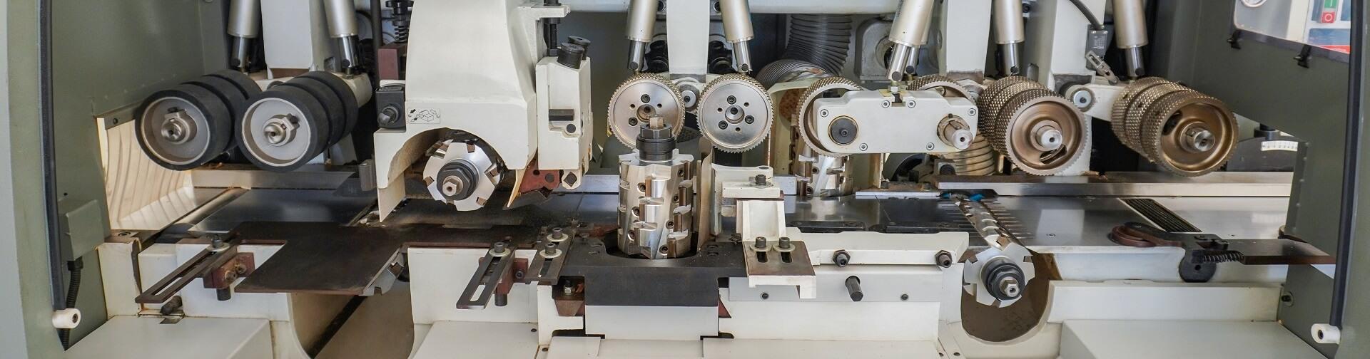 masina de prelucrat pe 4 fete cu 5 axe wood iq